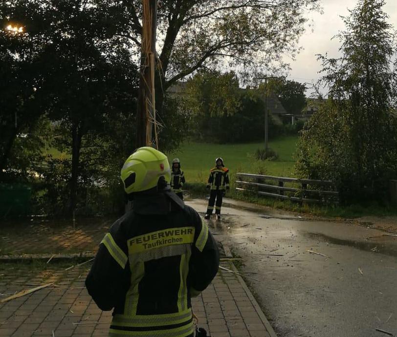 Blitzeinschlag in Maibaum