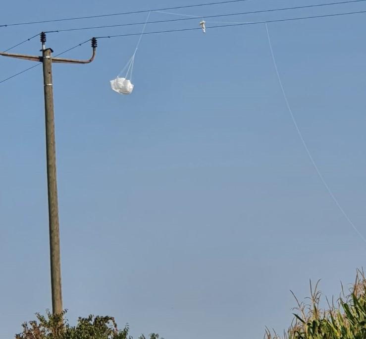 Wetterballon setzt Maisfeld unter Strom