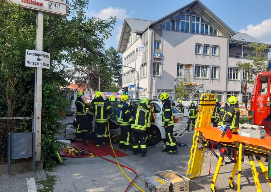 Read more about the article Verkehrsunfall im Ortskern
